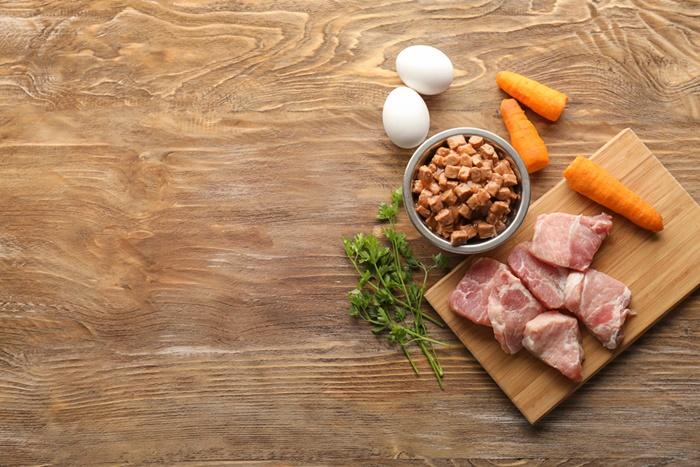 モグワンは肉類が豊富で消化吸収率が良く涙やけ対策におすすめ!